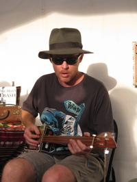 Byron Bay Bluesfest photographs photos cigar box guitars Nigel McTrustry